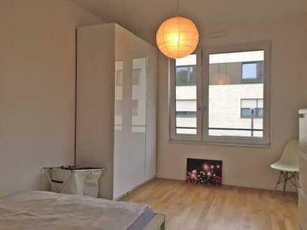 Neuwertige 2-Zimmer-Wohnung mit Balkon und EBK in Nippes, Köln