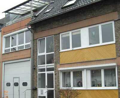 Gepflegte 4-Zimmer-DG-Wohnung mit Loggia und Einbauküche in Wesseling-Mitte