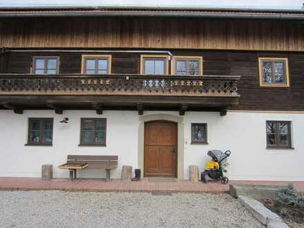 Renovierte EG-Wohnung 110 m2 / 4 Z / Garten / Carport /Werkstatt