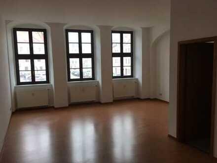 Helle 1 Zimmer-Wohnung im Zentrum ab sofort frei!