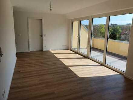 Erstbezug, Aufzug, stufenloser Zugang: schöne 3-Zimmer DG-Wohnung mit Loggia und toller Aussicht