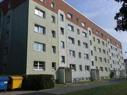 3-Raum-Wohnung mit Balkon und Einbauküche im 1. OG