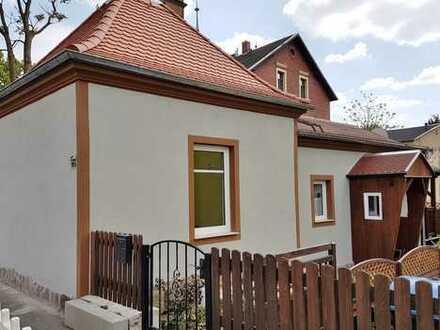 kleines Einfamilienhaus mit Einbauküche und Kamin