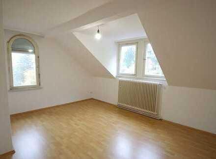 Helle, gemütliche 3-Zimmer-Dachgeschoss-Wohnung mit Vesteblick im Stadtgebiet von Coburg