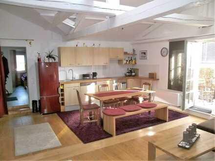 Eigennutzung oder Kapital-Anlage ? Gemütliche Dachgeschoss-Wohnung mit PKW-Stellplatz und Balkon