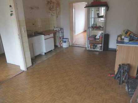17_RH443 Sanierungsbedürftiges 8-Familienhaus in guter Lage / Beratzhausen