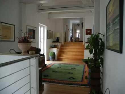 Gepflegte 6-Zimmer-Maisonette-Wohnung mit Balkon und EBK in Menden