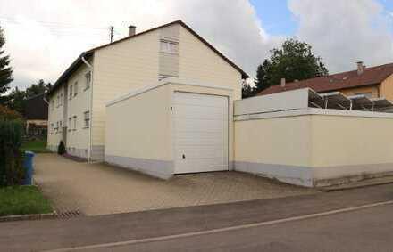 Schöne 2+1 Zimmer Dachgeschoss Wohnung mit EBK, Möbel auf Wunsch sowie Garage in Onstmettingen