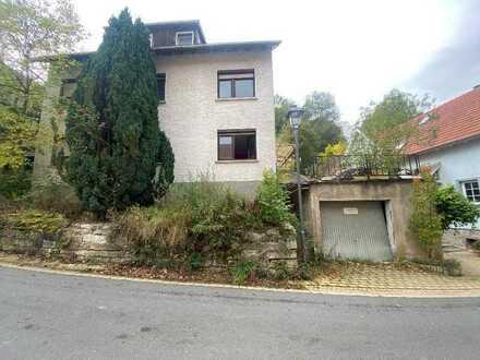 Sanierungsbedürftiges Zweifamilienhaus in Haßmersheim sucht neue Besitzer