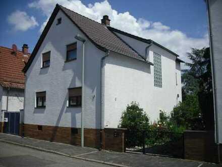 Schönes, geräumiges Haus mit sechs Zimmern in Bergstraße (Kreis), Lampertheim