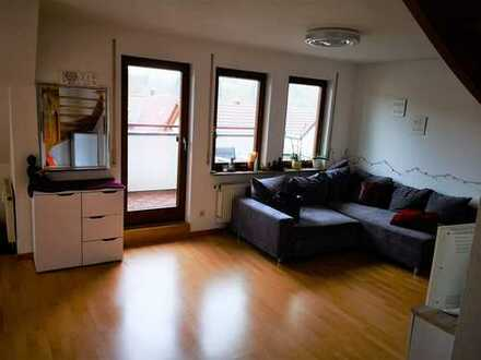 Lichtdurchflutete Maisonette-Wohnung mit Einbauküche und Tiefgaragenstellplatz
