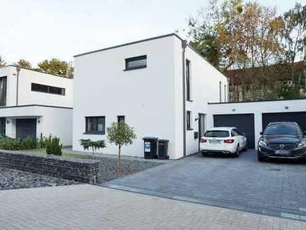 LANGENHAGEN/WIESENAU: Attraktives Einfamilienhaus im Bauhausstil mit hochw. EBK und Garage - NEUBAU