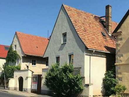 """Direkt an der Sächsischen Weinstraße & Elbradweg & unweit des Aussichtspunktes """"Zur Bosel""""."""