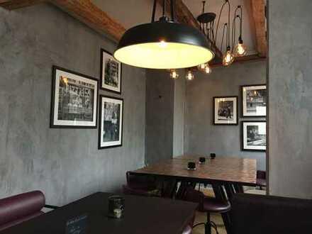BURGER / PIZZA / COCKTAILBAR / CAFE