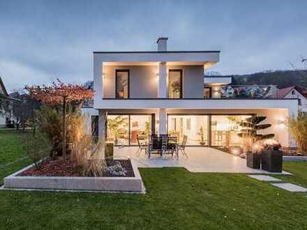 E&Co.- Projektion Villa mit hochwertiger Ausstattung vorbereitetes Smart Home + Lichtkonzept