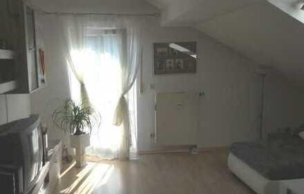 Sonnige gemütliche Wohnung mit 2 Balkonen!