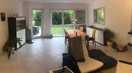 Sonnige, helle 2ZKB mit offenem Kamin, EBK, Terrasse, Garten und TG-Stellplatz - von Privat!