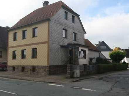 Schönes Haus mit sechs Zimmern in Deensen, Holzminden (Kreis), zum 1. April 2020