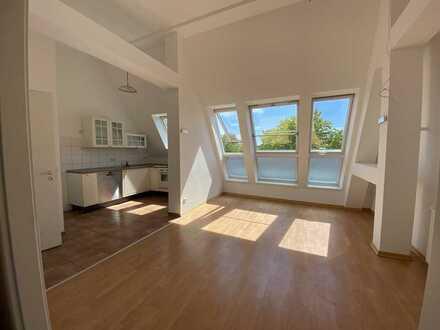 Dachgeschoss im schönen Lankwitz - lichtdurchflutet - Einzug SOFORT