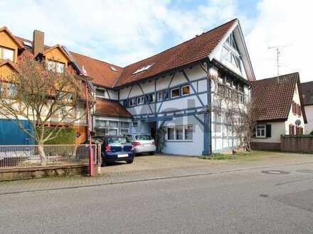 Wohnen und Arbeiten mit Stil: Fachwerkhaus inklusive Bürofläche in familienfreundlicher Wohnlage