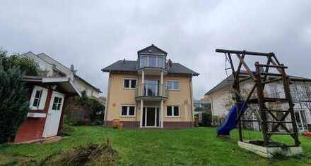 Schönes, geräumiges Haus mit fünf Zimmern in Westerwaldkreis, Montabaur Himmelfeld