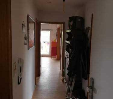 Gepflegte 2,5-Zimmer-Dachgeschosswohnung mit Balkon in Neidenstein