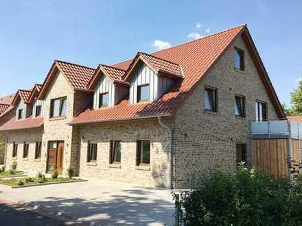 Neuerstellte, topmoderne und vermietete Wohnanlage mit 4 Wohneinheiten sowie Pkw-Stellplätzen