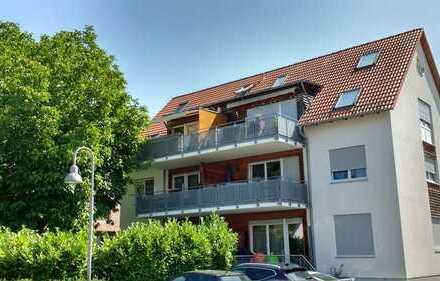 Sonnige, gepflegte 4-Zi.-Maisonette-Whg. mit 2 Balkonen, 2 Bädern, 1 TG-Stellplatz in Dettingen/Teck