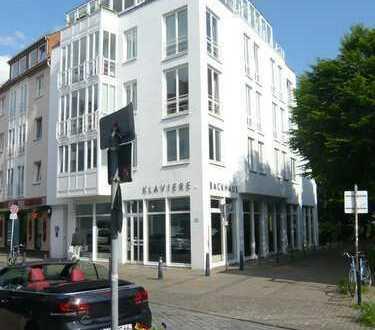 Stilvolle, gepflegte 2,5-Zimmer-Wohnung mit Wintergarten