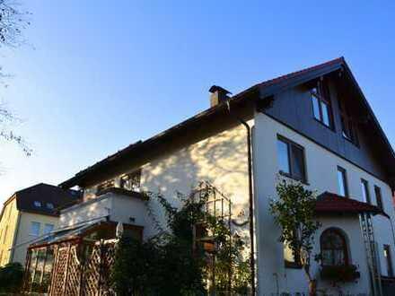 Haus im Haus...großzügige 4 Zimmerwohnung mit Kamin