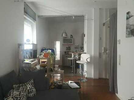 Stilvolle, geräumige und gepflegte 1-Zimmer-Wohnung mit EBK in Karlsruhe