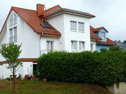 Gepflegte 5-Zimmer-Maisonette-Wohnung mit Balkon und Einbauküche in Rauenberg
