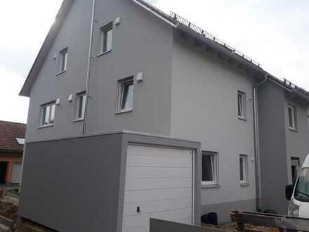ERSTBEZUG!! Exklusive 2-Zimmer-Dachgeschosswohnung in Regensburg
