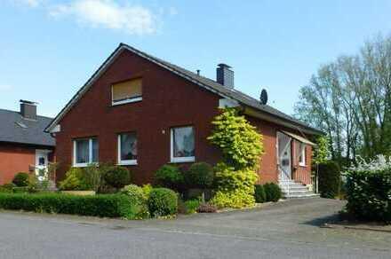 Solides Einfamilienhaus mit großem Garten und wunderschönem Ausblick in Bork