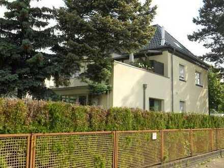 Wohnen und Arbeiten an einem Ort: 1 großes Wohnhaus und 1 Restaurant/Café auf schönem Grundstück