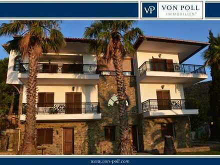 Villa über dem Strand in Griechenland