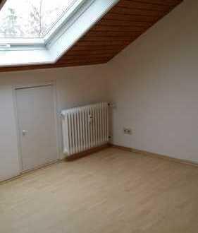 Vollständig renovierte 2-Zimmer-Dachgeschosswohnung mit Einbauküche in bester Lage in Tübingen