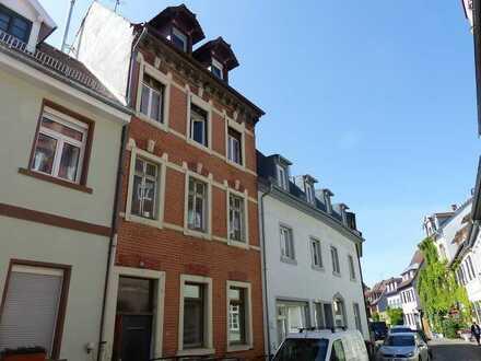 Absolutes Highlight in Top-Lage in Karlsruhe-Durlach: Liebevoll sanierte, bezugsfreie 1-Zi-Wohnung