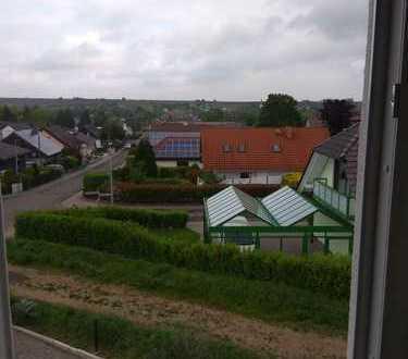 Erstbezug: freundliche 2,5-Zimmer-Dachgeschosswohnung zur Miete in Monsheim