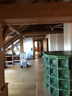 Teilsanierte 3,5-Zimmer-DG-Wohnung mit Balkon und EBK in Kümmersbruck (teilmöbliert)