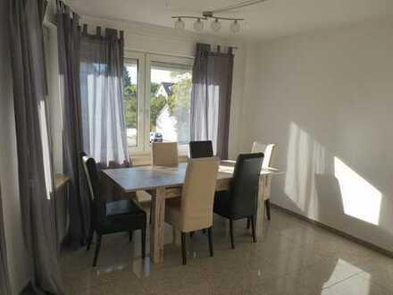 Freundliche 3-Zimmer-Wohnung mit Balkon und EBK in Hallstadt