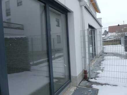Mit ca. 20 m² Sonnenterrasse...