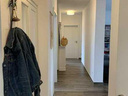 Neuwertige 4-Zimmer-Wohnung mit Balkon und Einbauküche in Mainaschaff