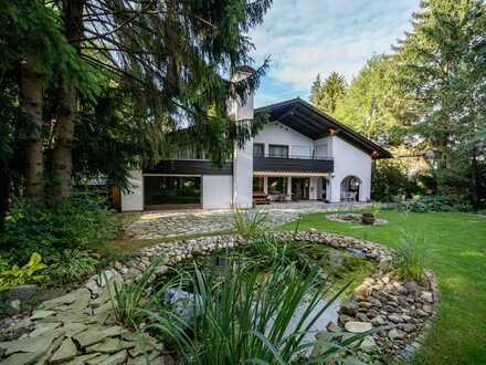 Herrliches Einfamilienhaus mit Einliegerwohnung, Hallenbad und Park-Garten