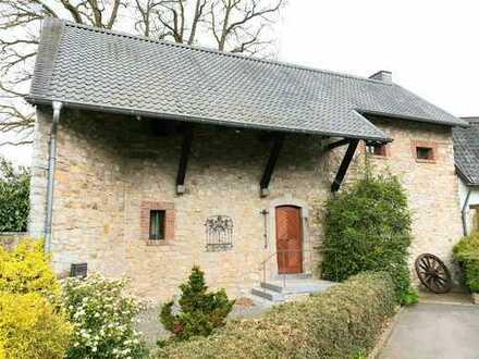 Kein Haus von der Stange! Top gepflegtes Einfamilienhaus, einseitig angebaut / Aachen-Kornelimünster