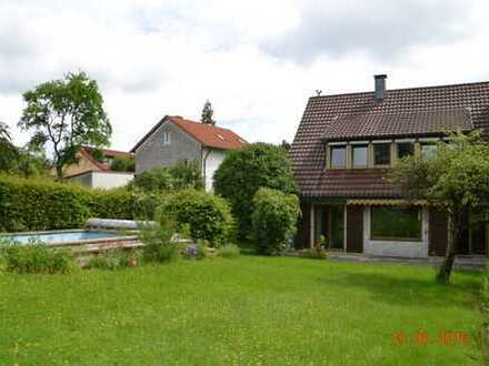 Einfamilienhaus mit großem Garten und Pool