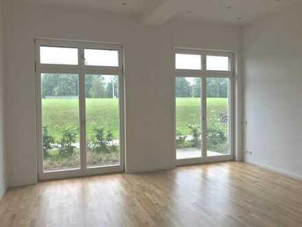 Helle Erdgeschoss Wohnung mit großer Terrasse in beliebter Lage