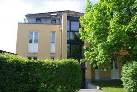Schönes Wohnen im Sonnengarten - Charmante Dachgeschosswohnung mit großer Sonnenterrasse!