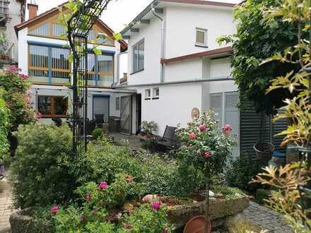 Großes Einfamilienhaus mit Carport, Garage, Werkstatt und Garten
