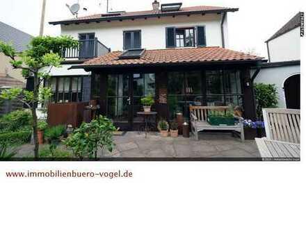 Gesamtfläche von 236 m²! Wohnen & Arbeiten auf einem Grundstück mit traumhaften Garten + Pool